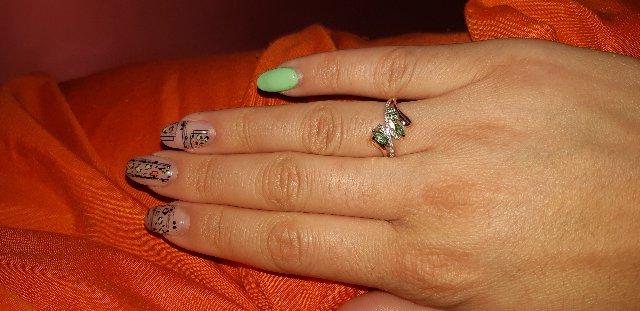 Кольцо золотое с изумрудами и бриллиантами