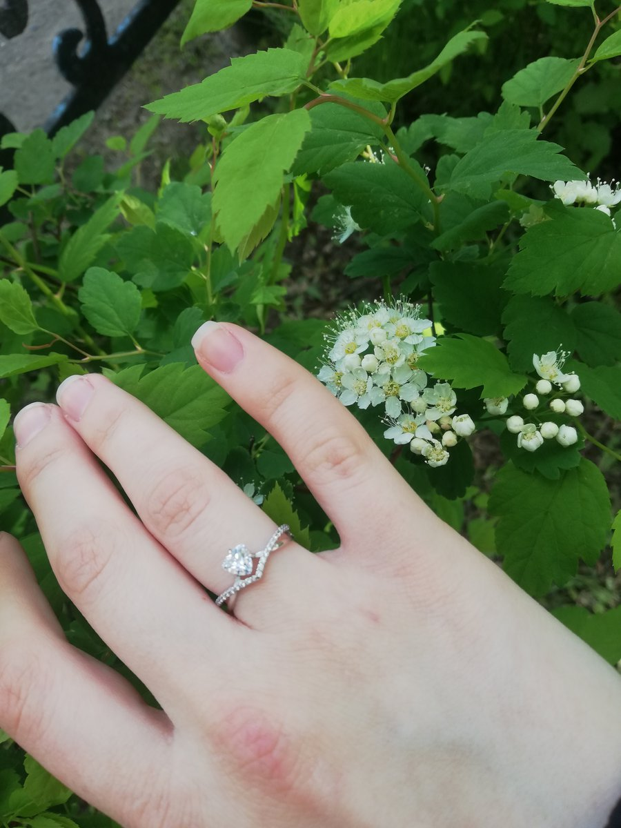 Кольцо хорошее, красиво выглядит.