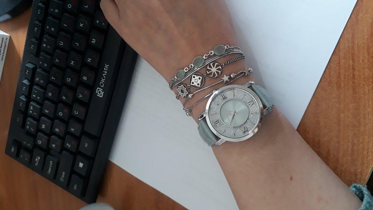 Стилтные часы