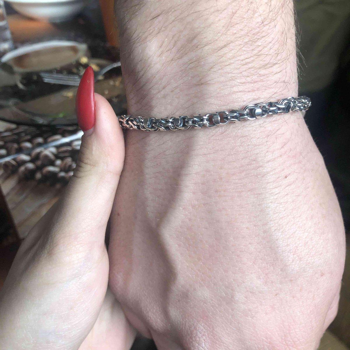 Толстый, весомый браслет