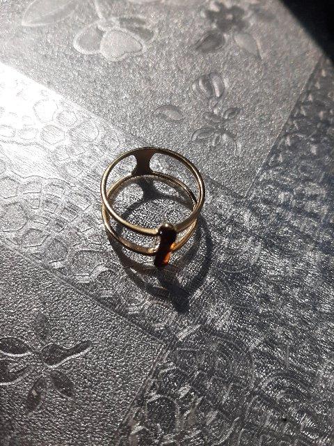 Серебряное кольцо янтарем