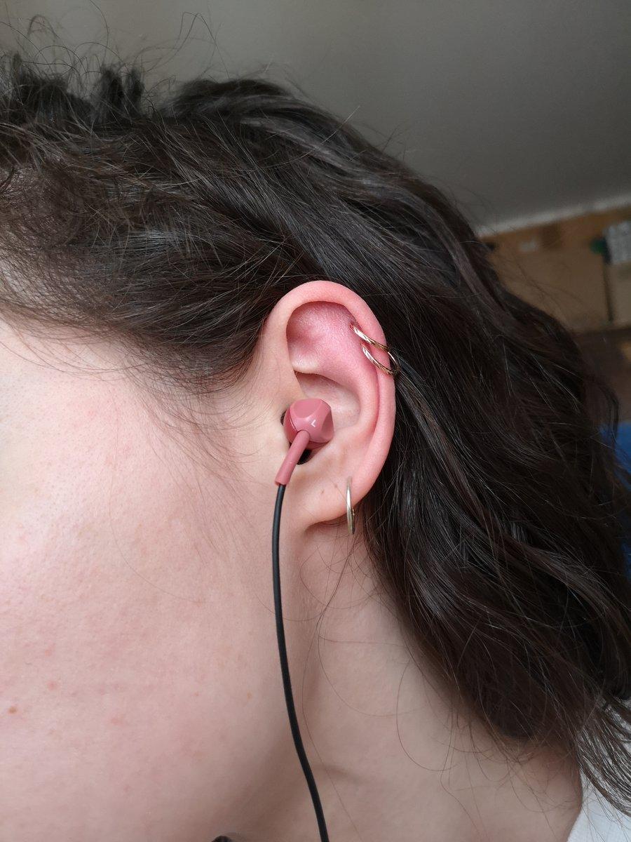 Очень красивые серьги, идеальны в хрящик уха