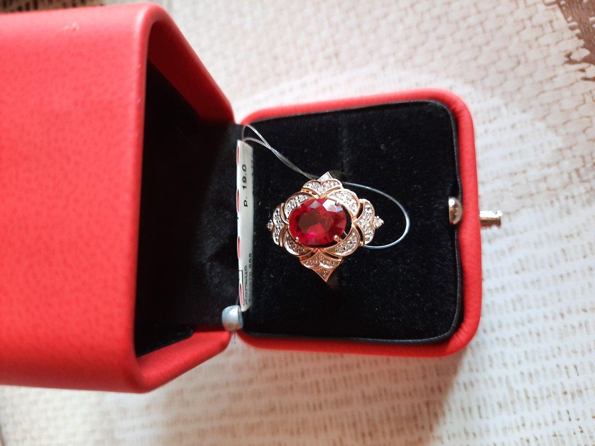 Красивое кольцо, королевское