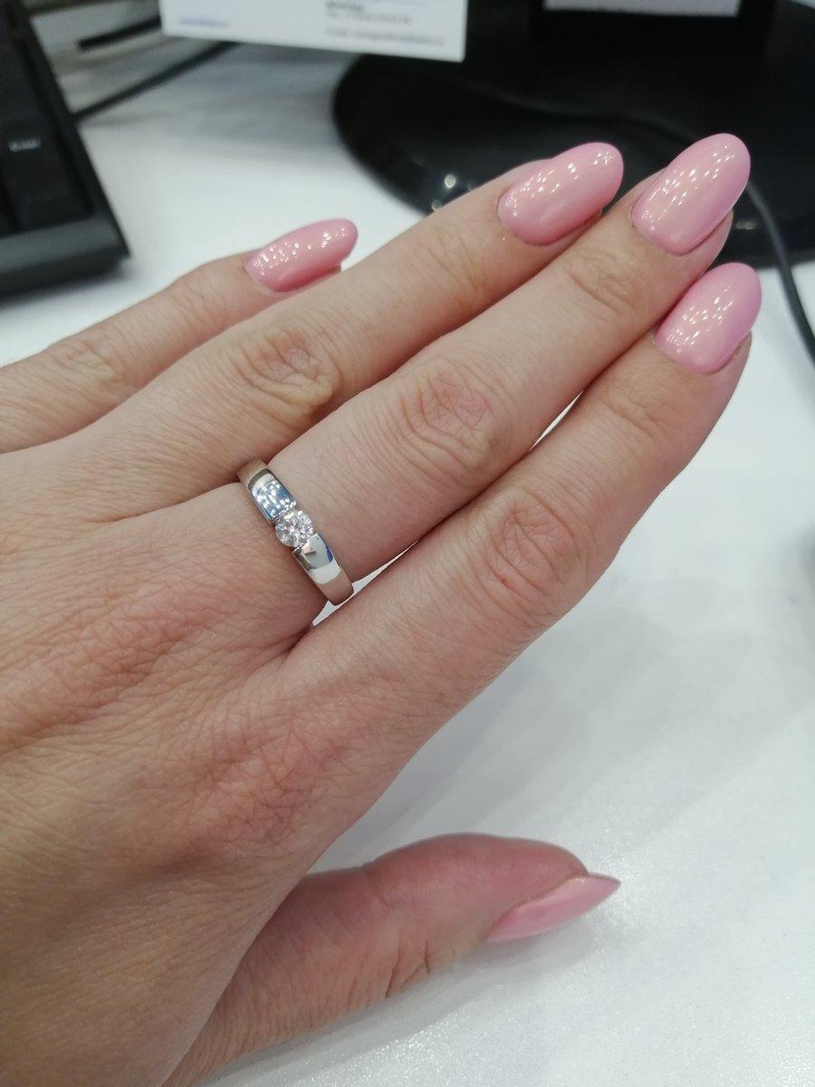 Серебряное кольцо с фианитом.