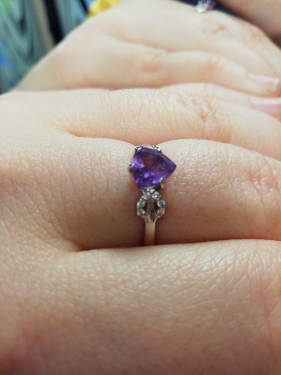 Нежное кольцо с аметистом, долго искала а тут парень заметил скидки и вот)