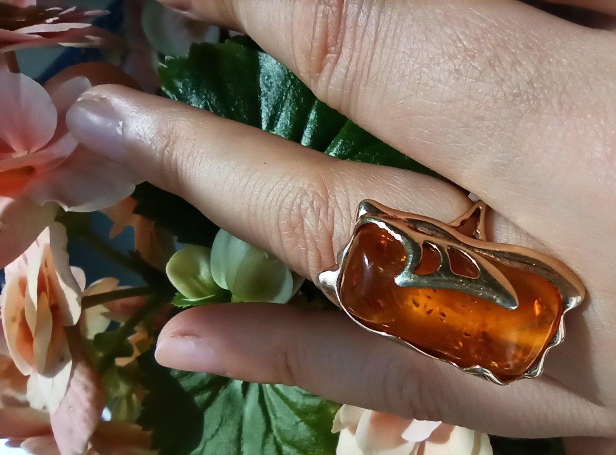 Кольцо с янтарным камушком