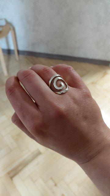 Восхитительное кольцо необычной формы