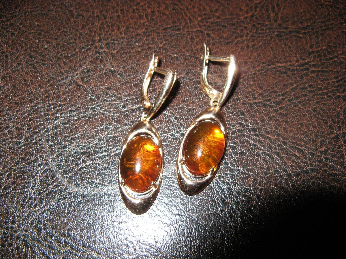 Золотые серьги с янтарем.