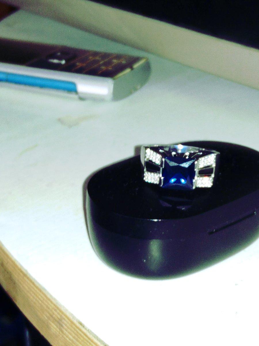 Кольцо очень красивая. Мне очень понравился ,продавцы вежливые