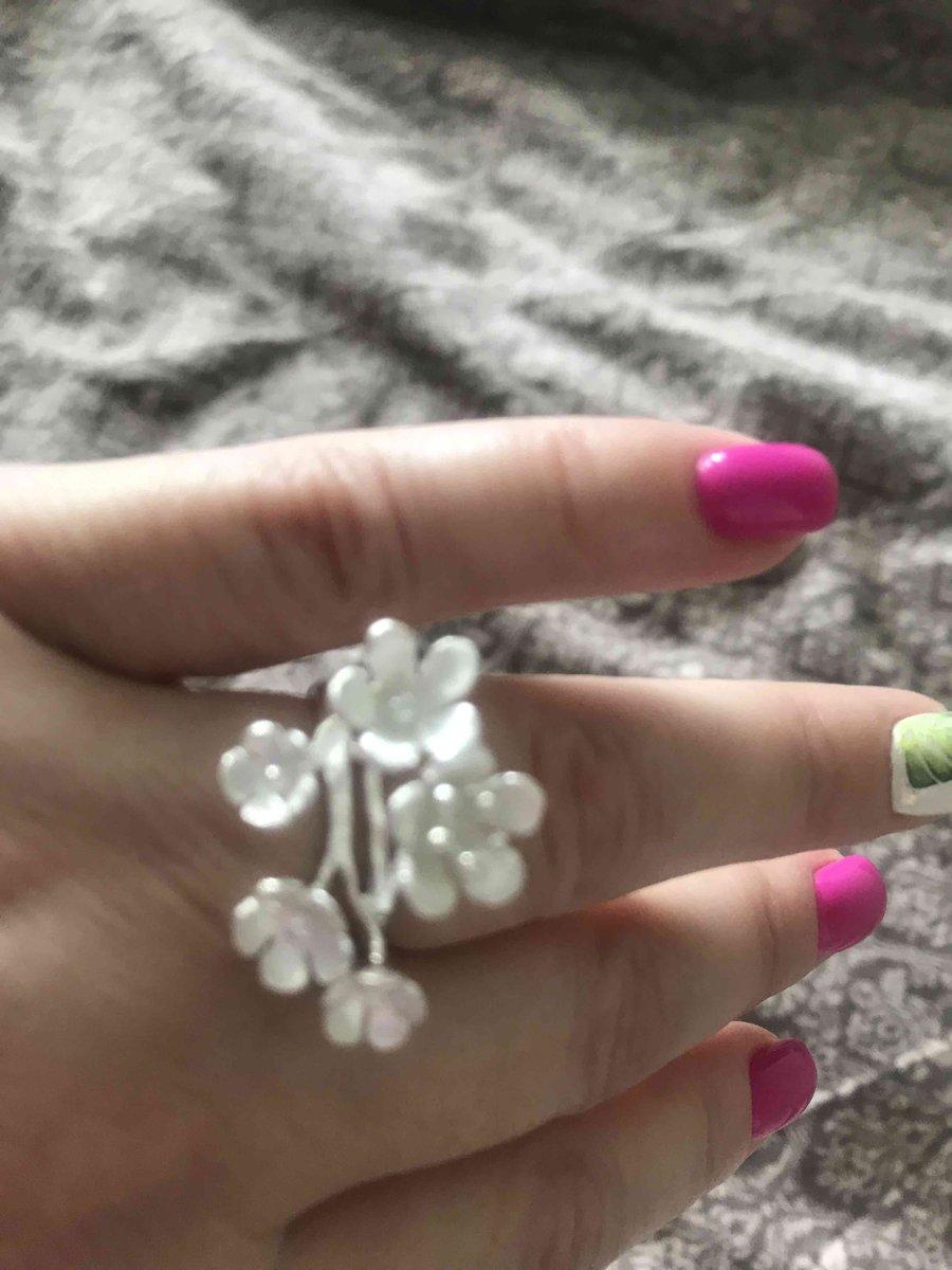 Серебрянное колечко с цветочками
