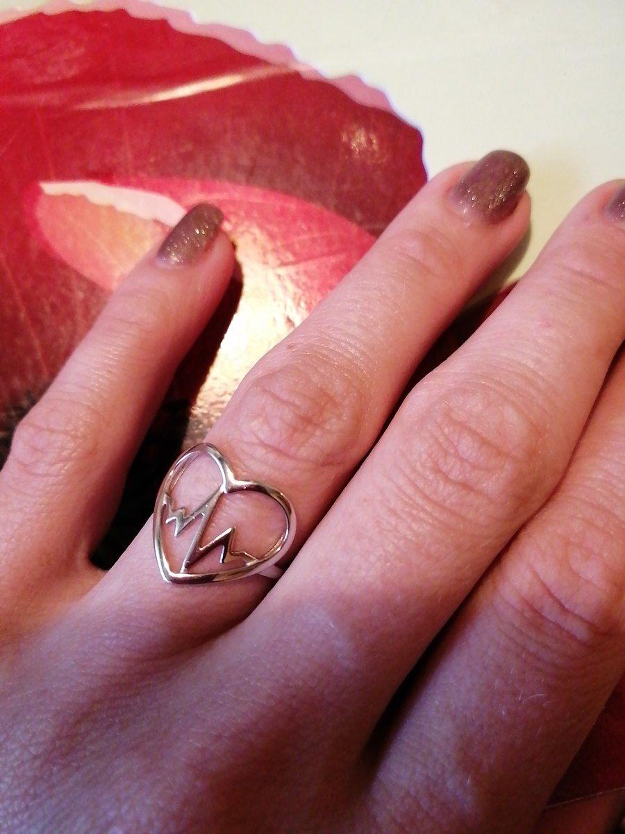 Очень милое и женственное кольцо