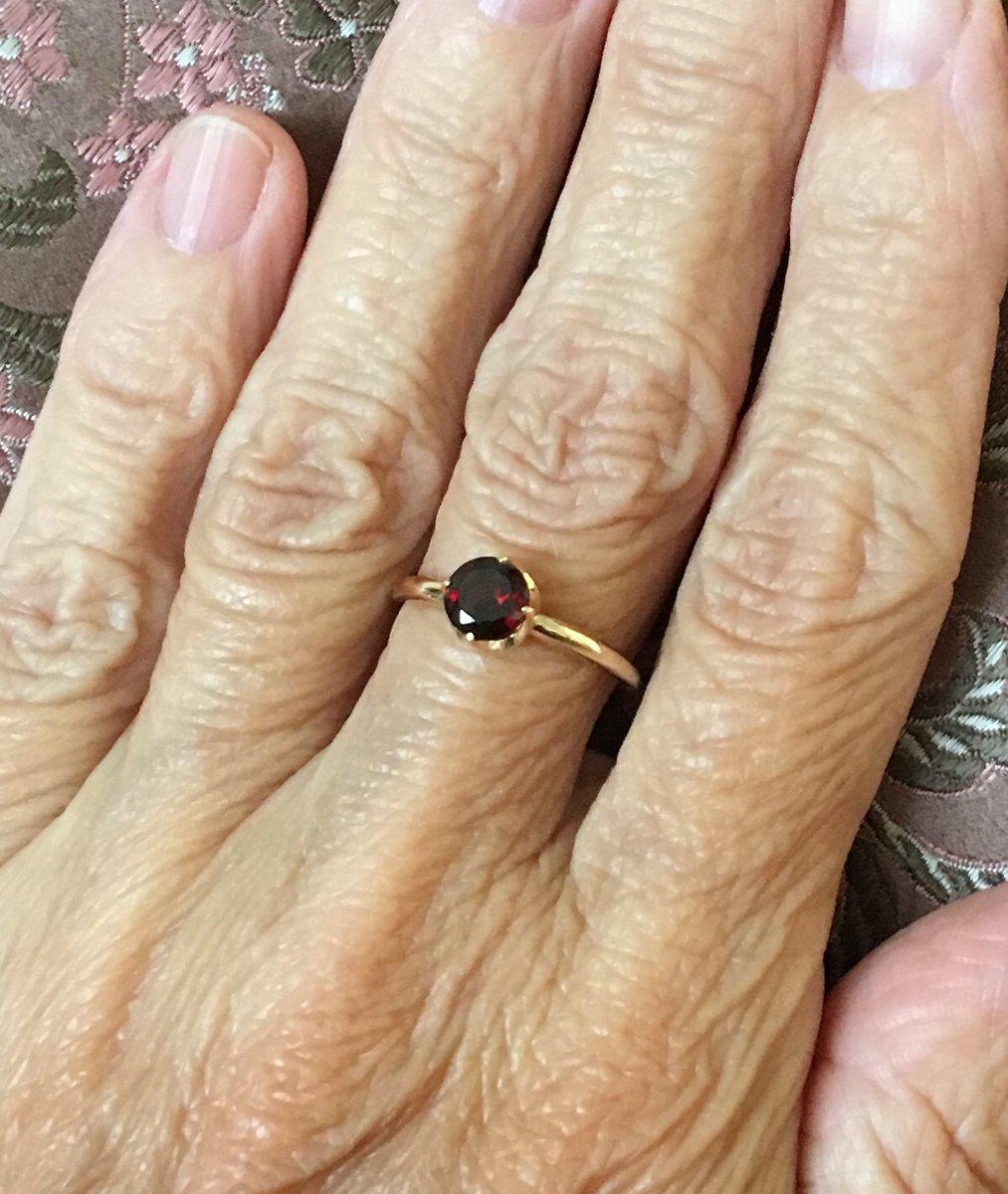 Кольцо оформлено гениально просто,спасибо ювелирам,художникам