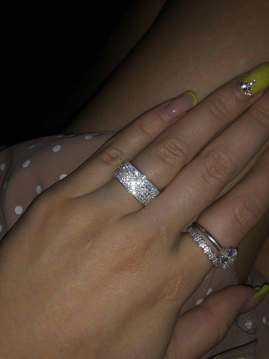 Кольцо с кристалами