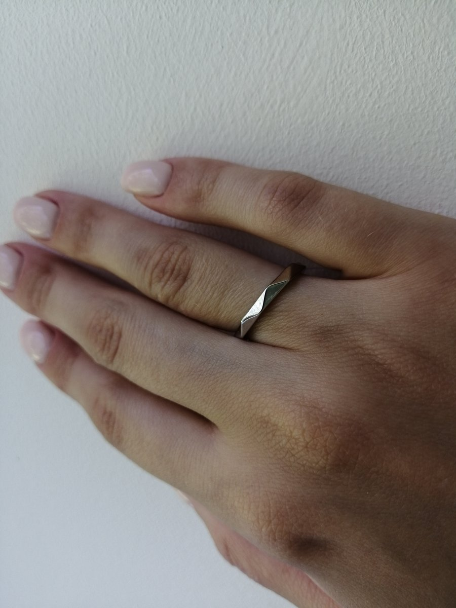 Красивое минималистичное кольцо