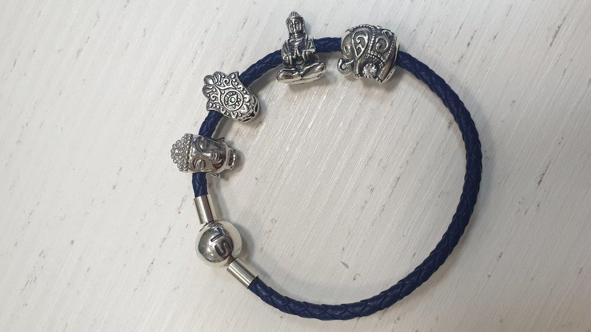 Синий браслет.