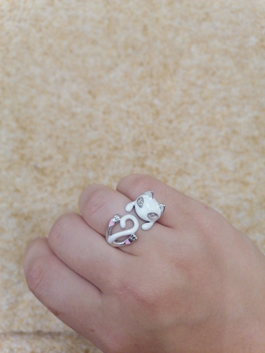 Очень милое кольцо в виде кисы!