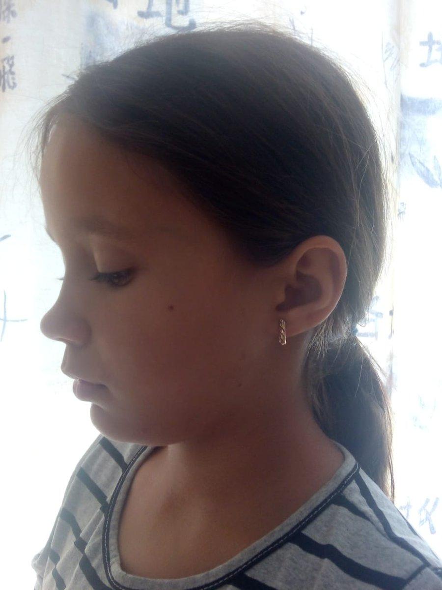 Серьги очень красивые на солнце сверкающие на ушках смотрится прелесть!!!!!