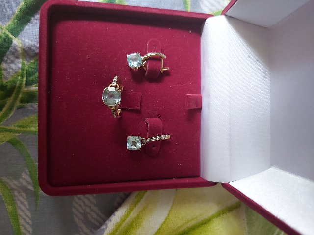 Кольцо с топазами и бриллиантами.