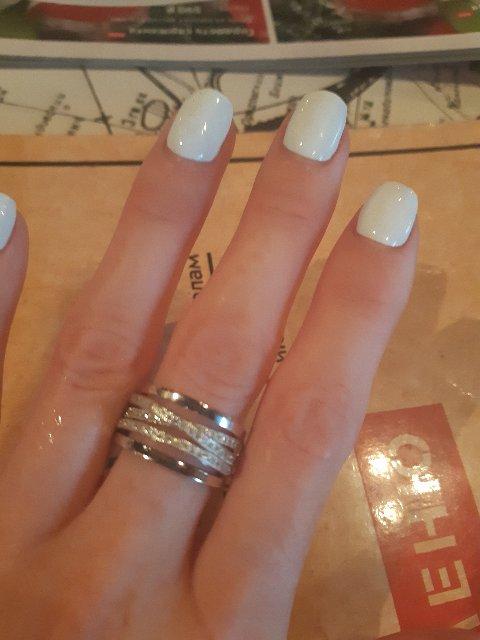 Это моя любовь)Очень красивое кольцо,смотрится достойно. Покупкой довольна