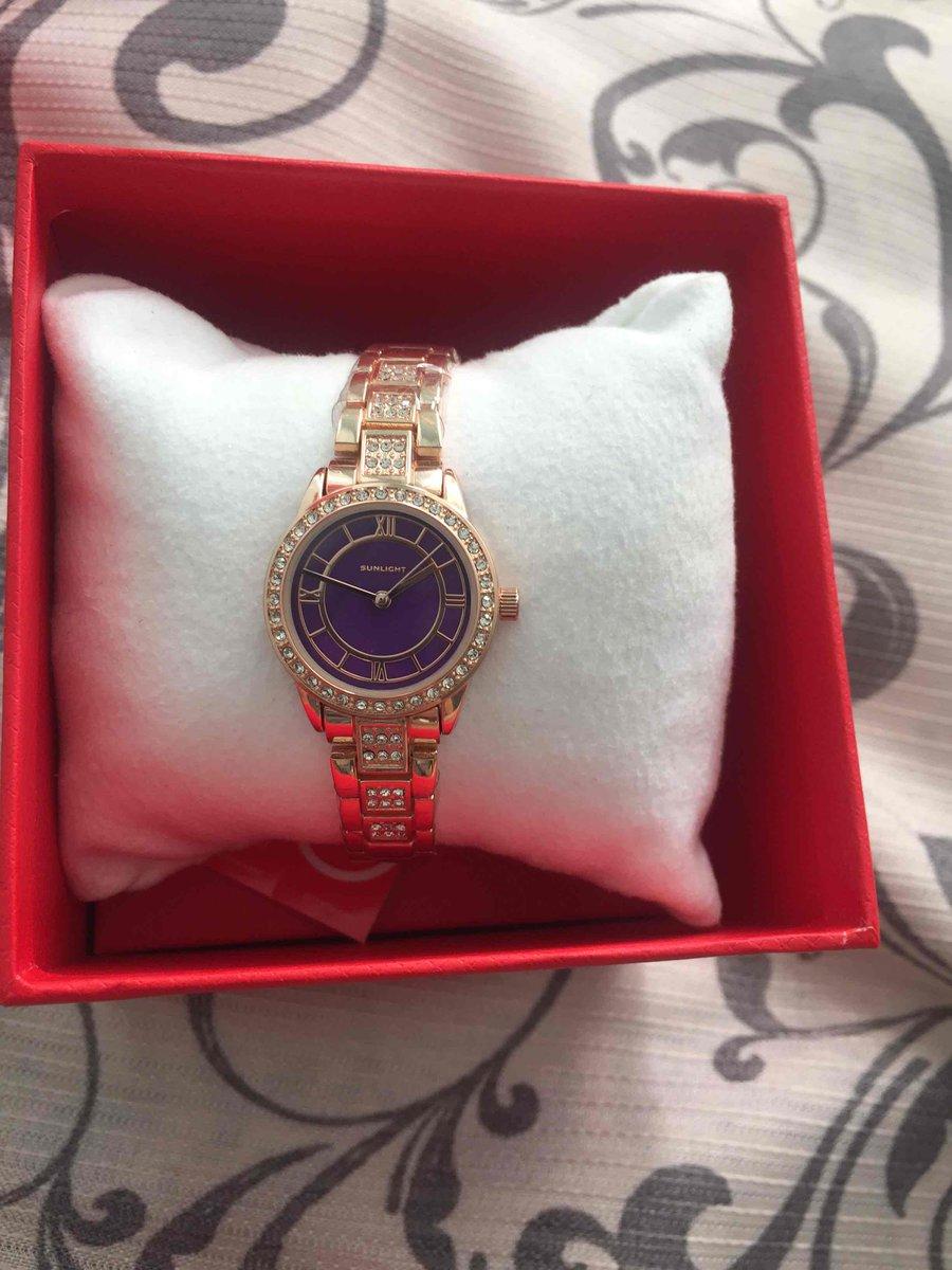 Отлично очень красивые часы  я рада