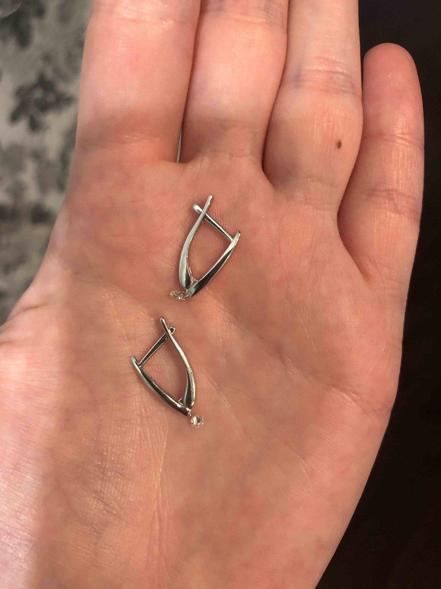 Хорошенькие маленькие серьги с бриллиантами