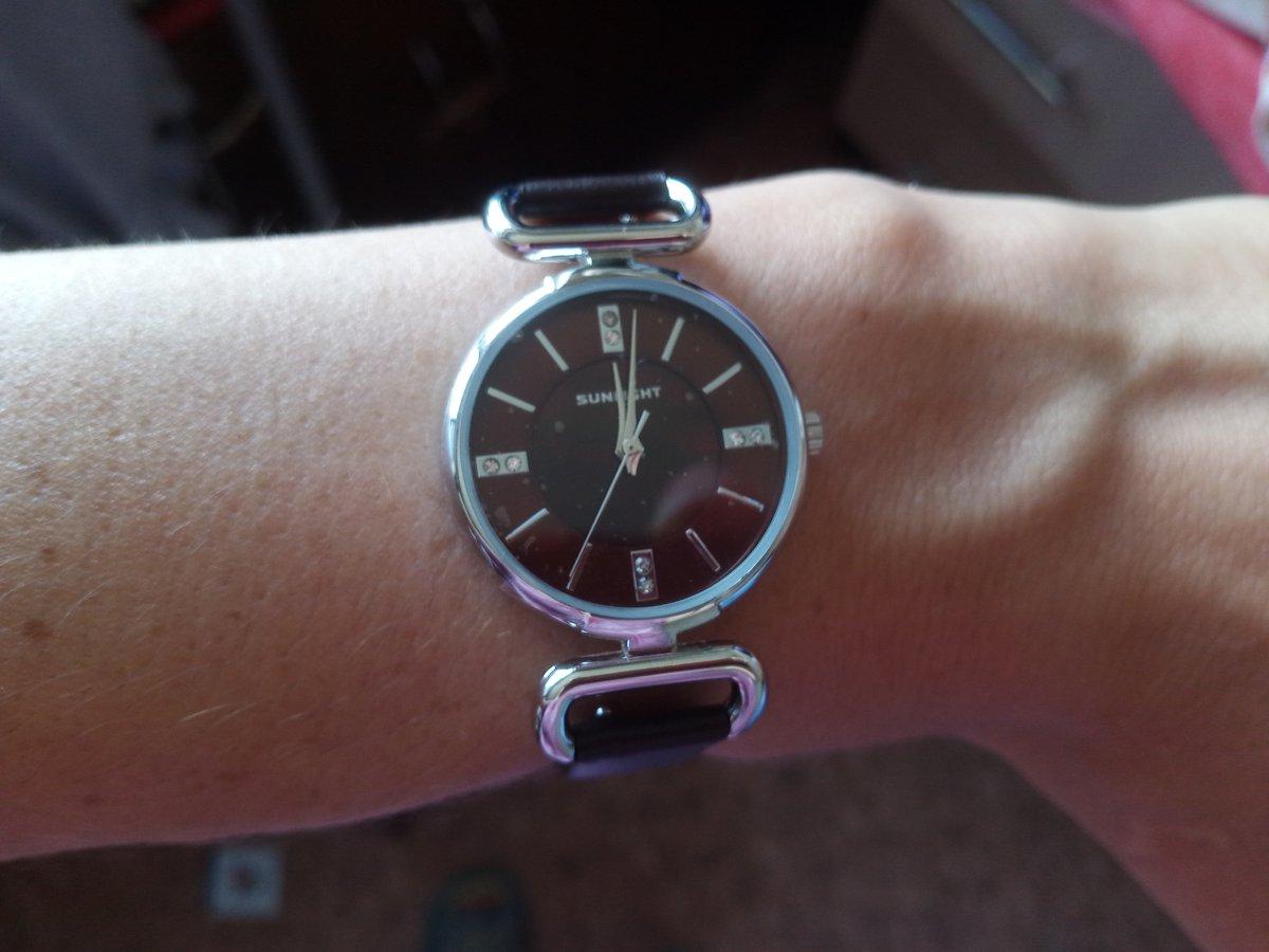 Очень стильные,красивые часы!