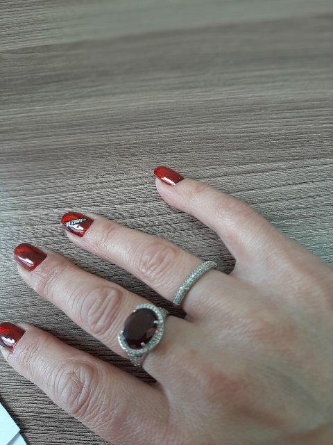 Серебряное кольцо с фанатами и гранатом, 18 размер.