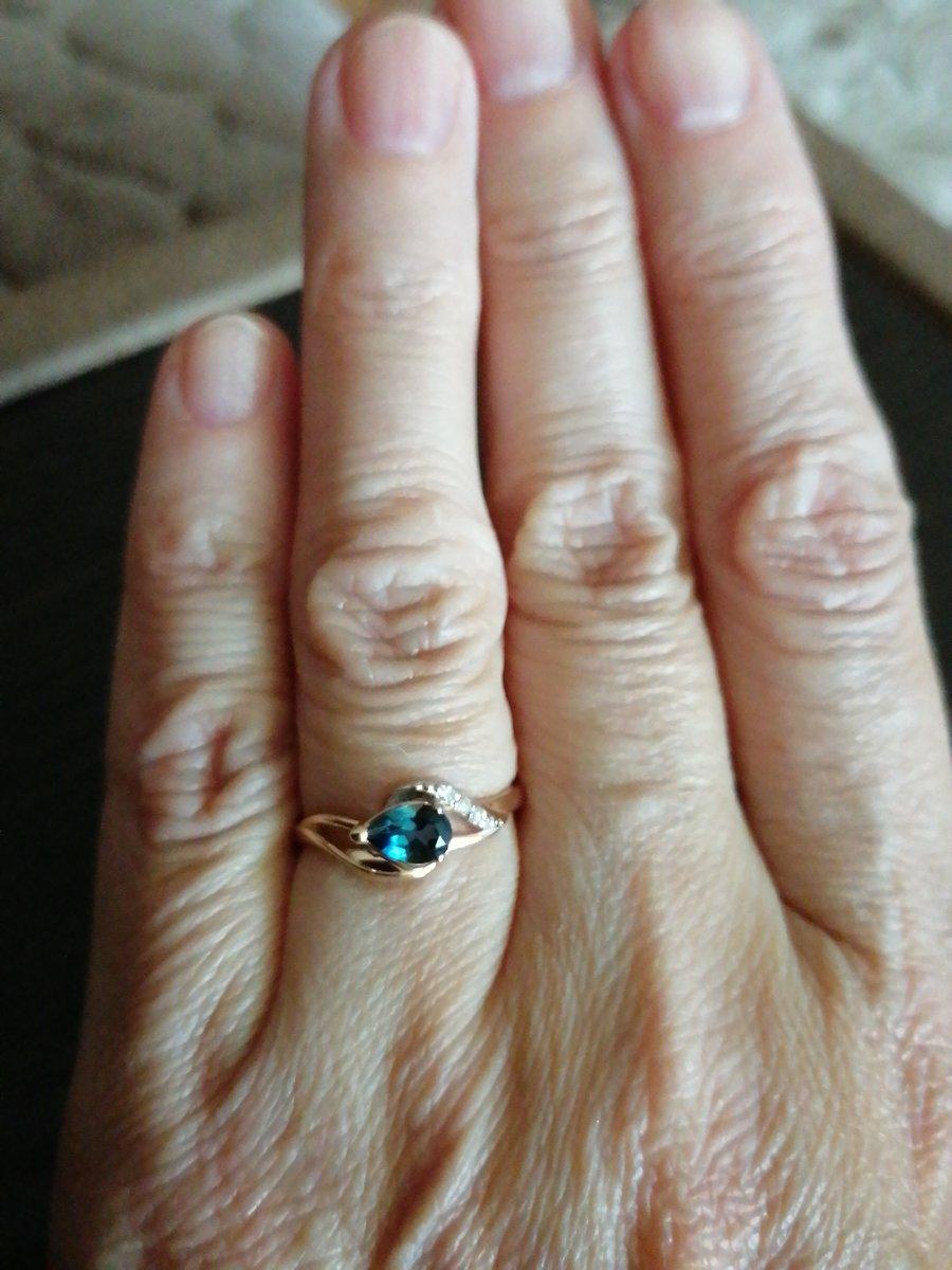 Благородный топаз с бриллиантами.