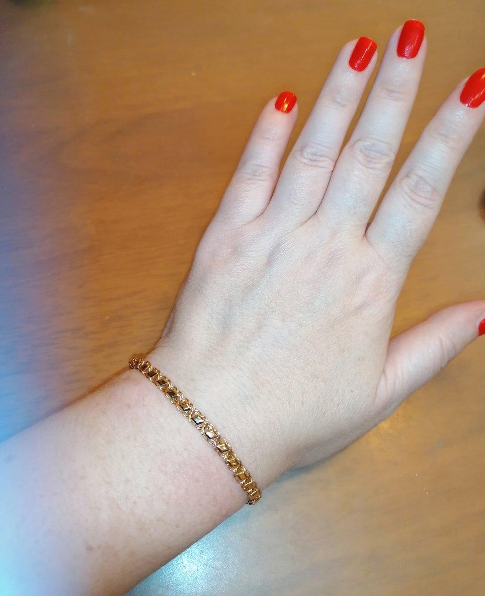 Красивый браслет из золота