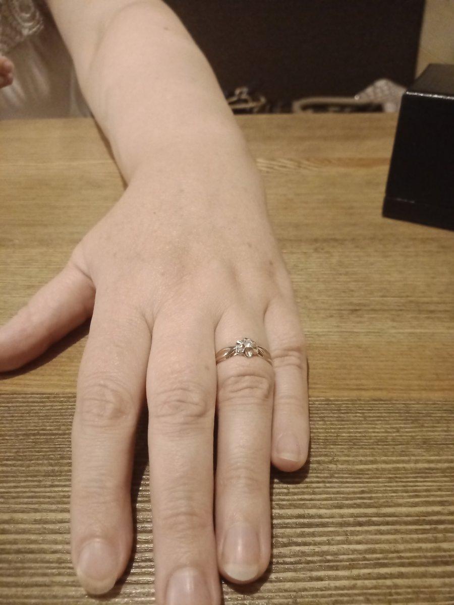 Купил колечко с бриллиантом,жене в подарок,на день рождения! жена счастлива