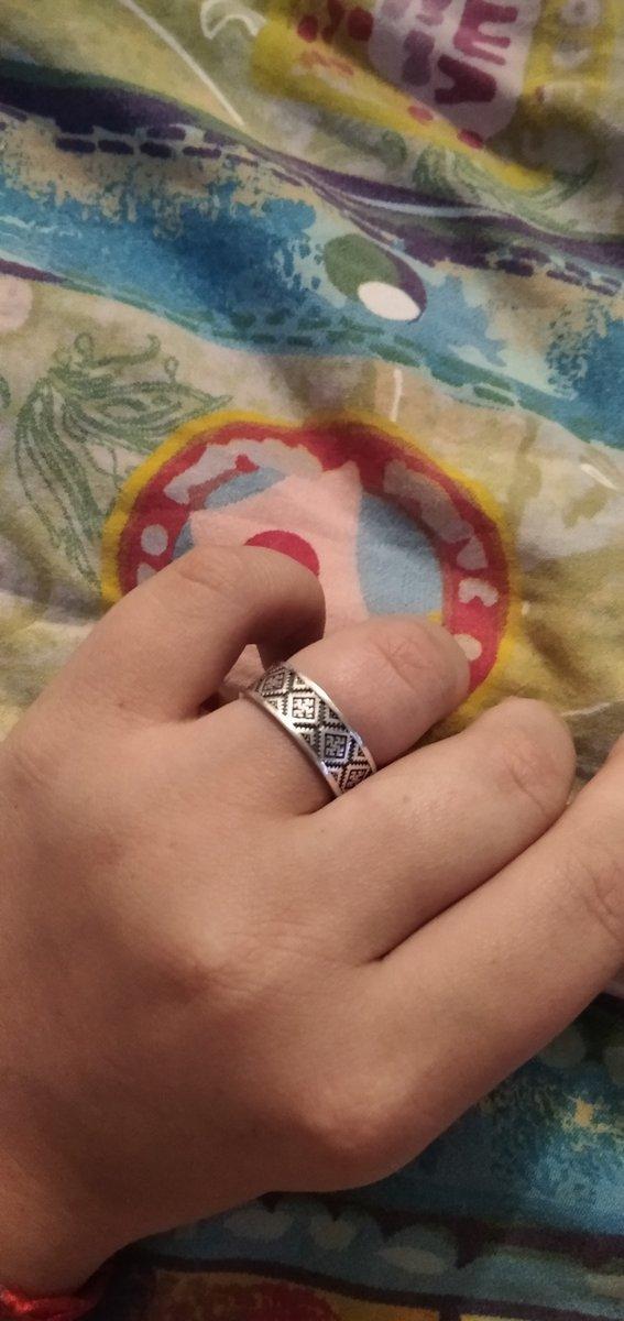 Очень понравилось это кольцо, одно из немногих, кстати.))