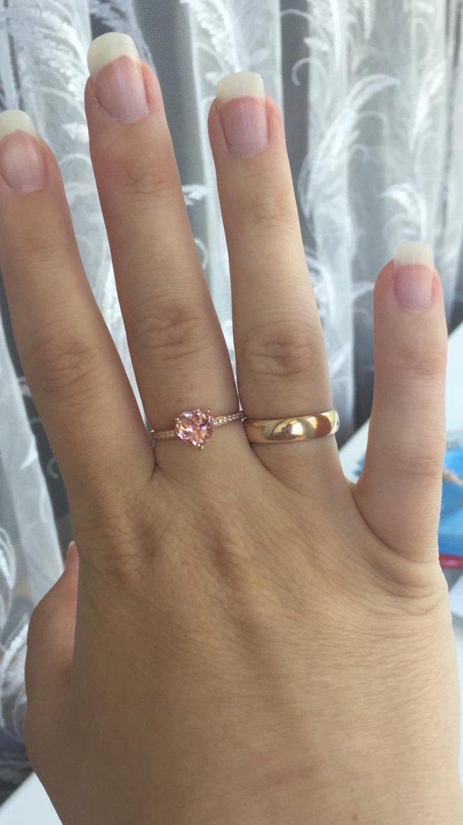 Красивое крльцо с розовым сердцем