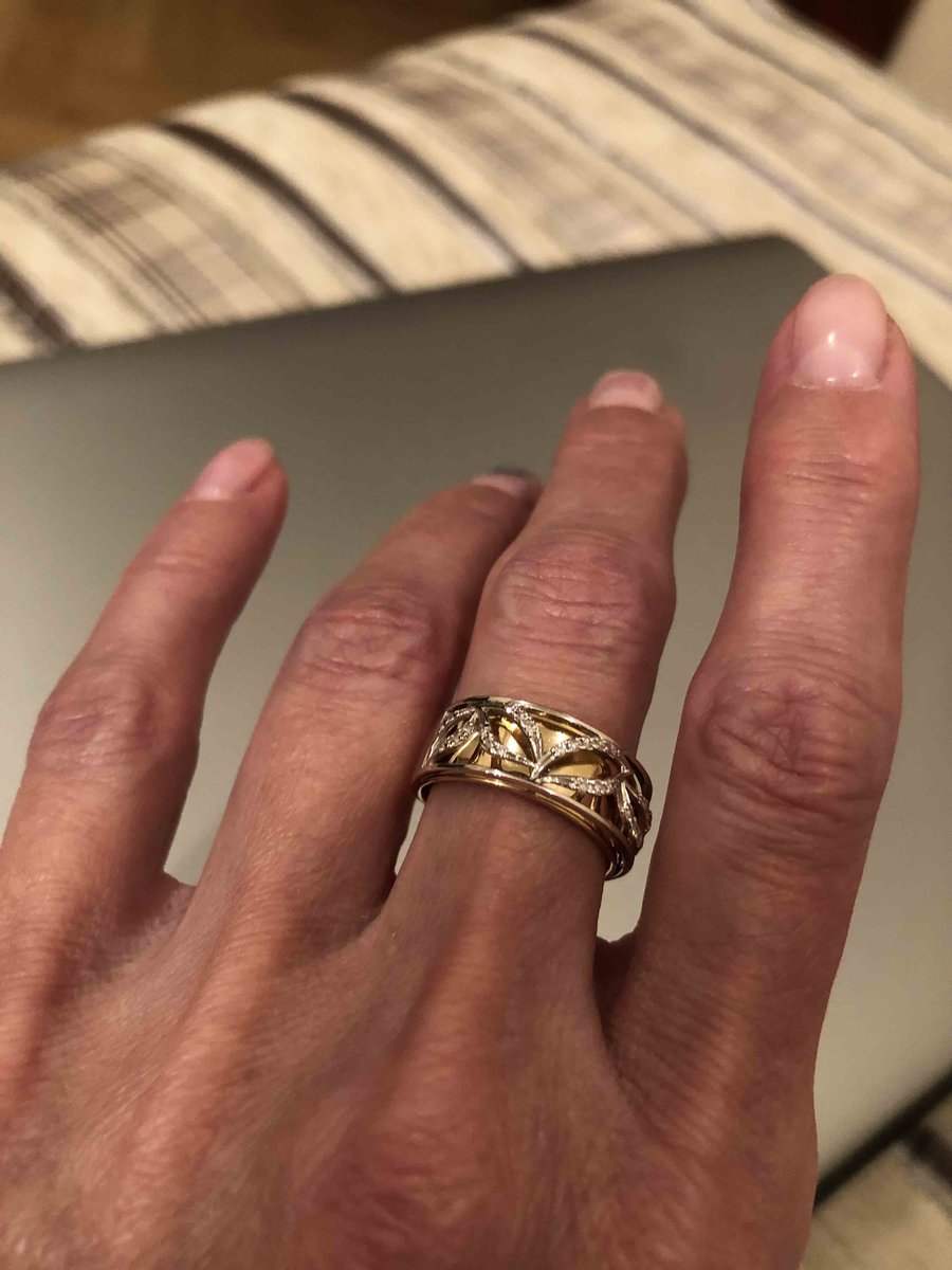 Кольцо из желтого золота с бриллиантиками
