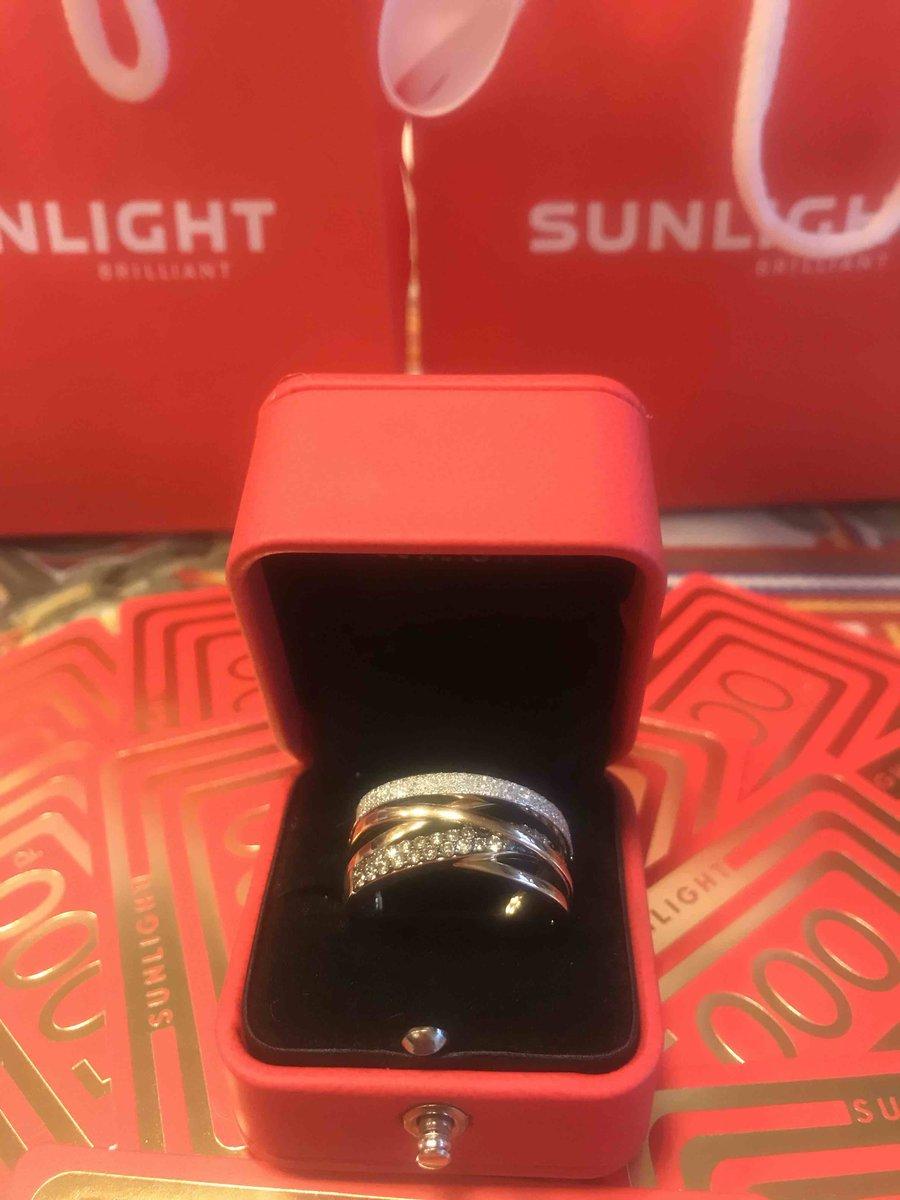 Яркое богатое кольцо