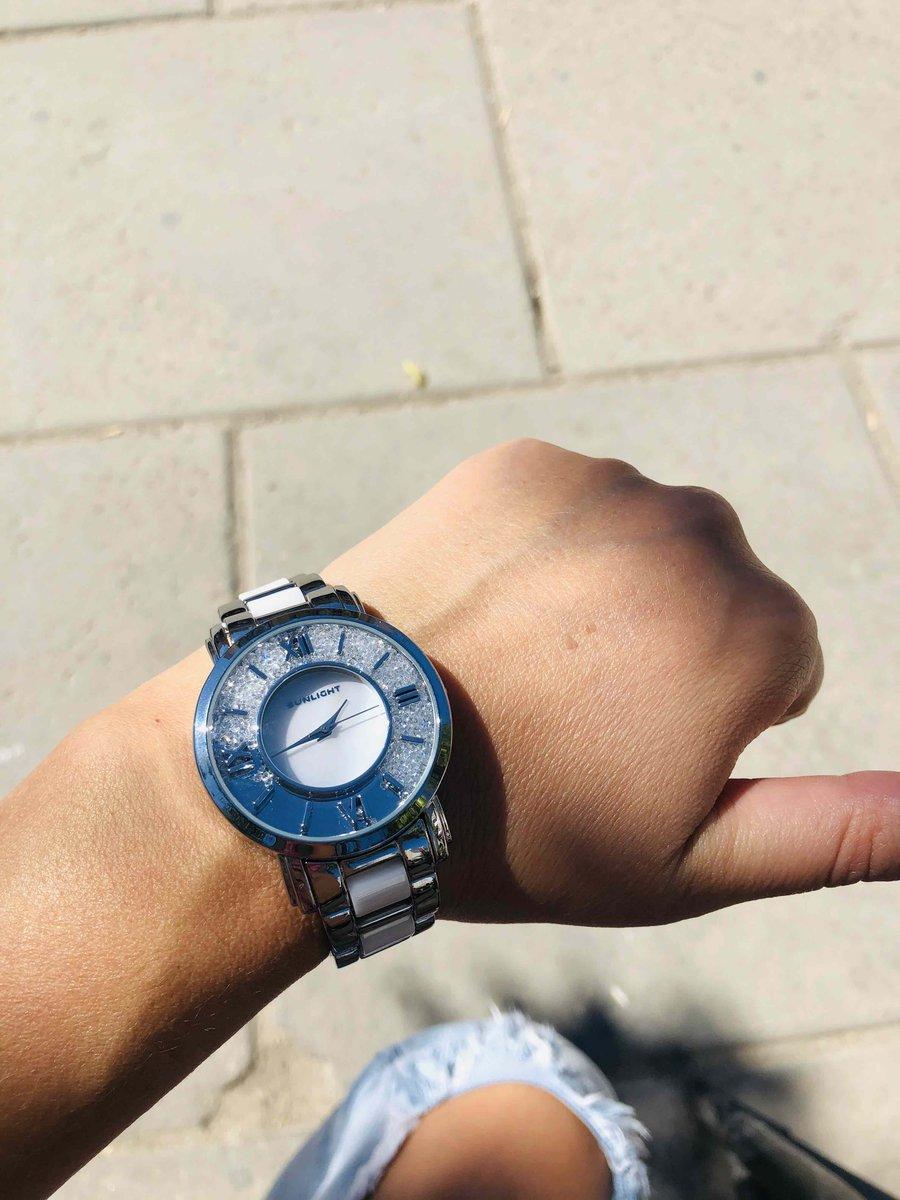 Часы с камушками
