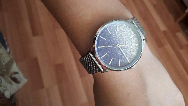 Часы в расцветке серебро