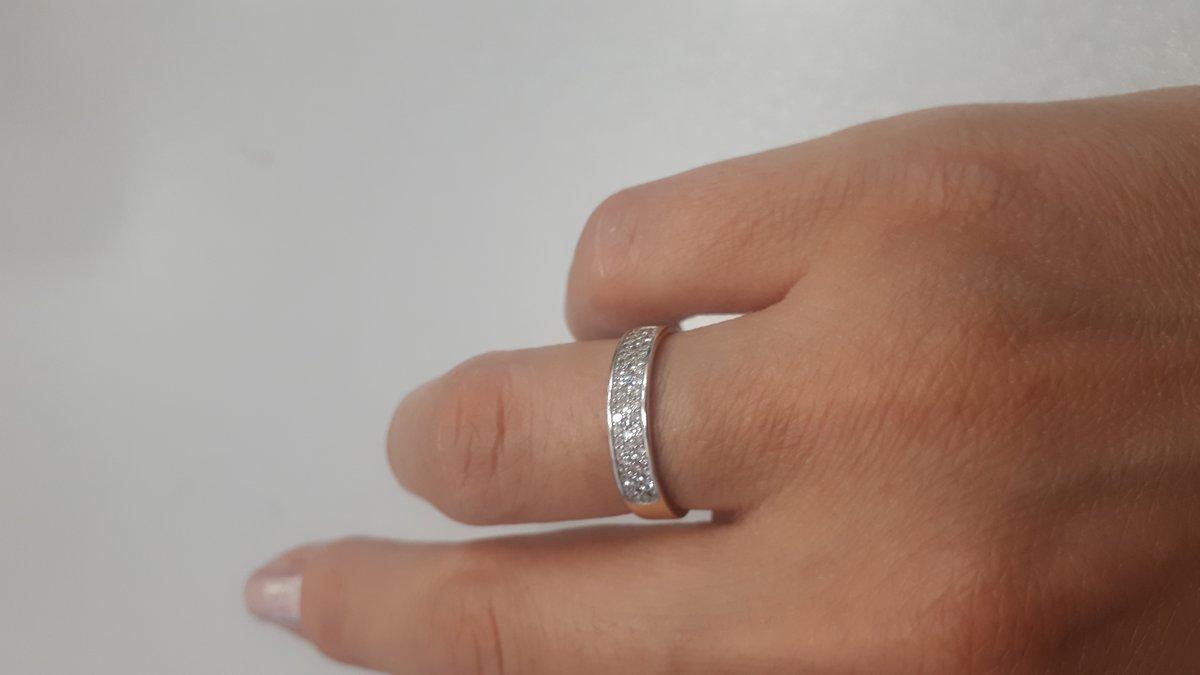 Кольцо хорошо смотрится, покупала как обручальное, хочу еще серьги такие же