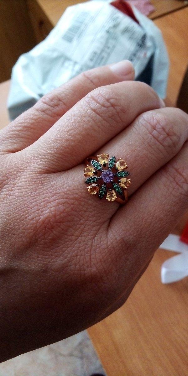 Изящное кольцо, смотрится превосходно!
