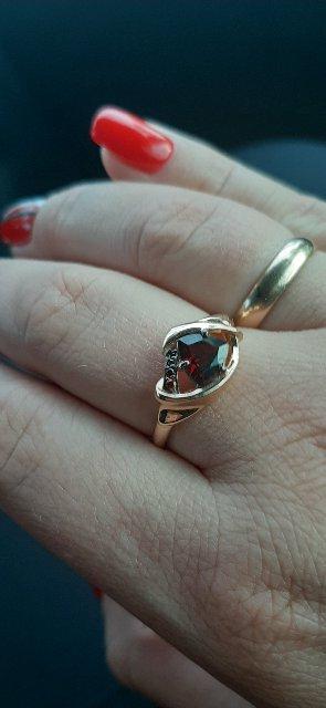 Купила серьги, кольцо и крестик смотрится  великолепно дорого и красиво