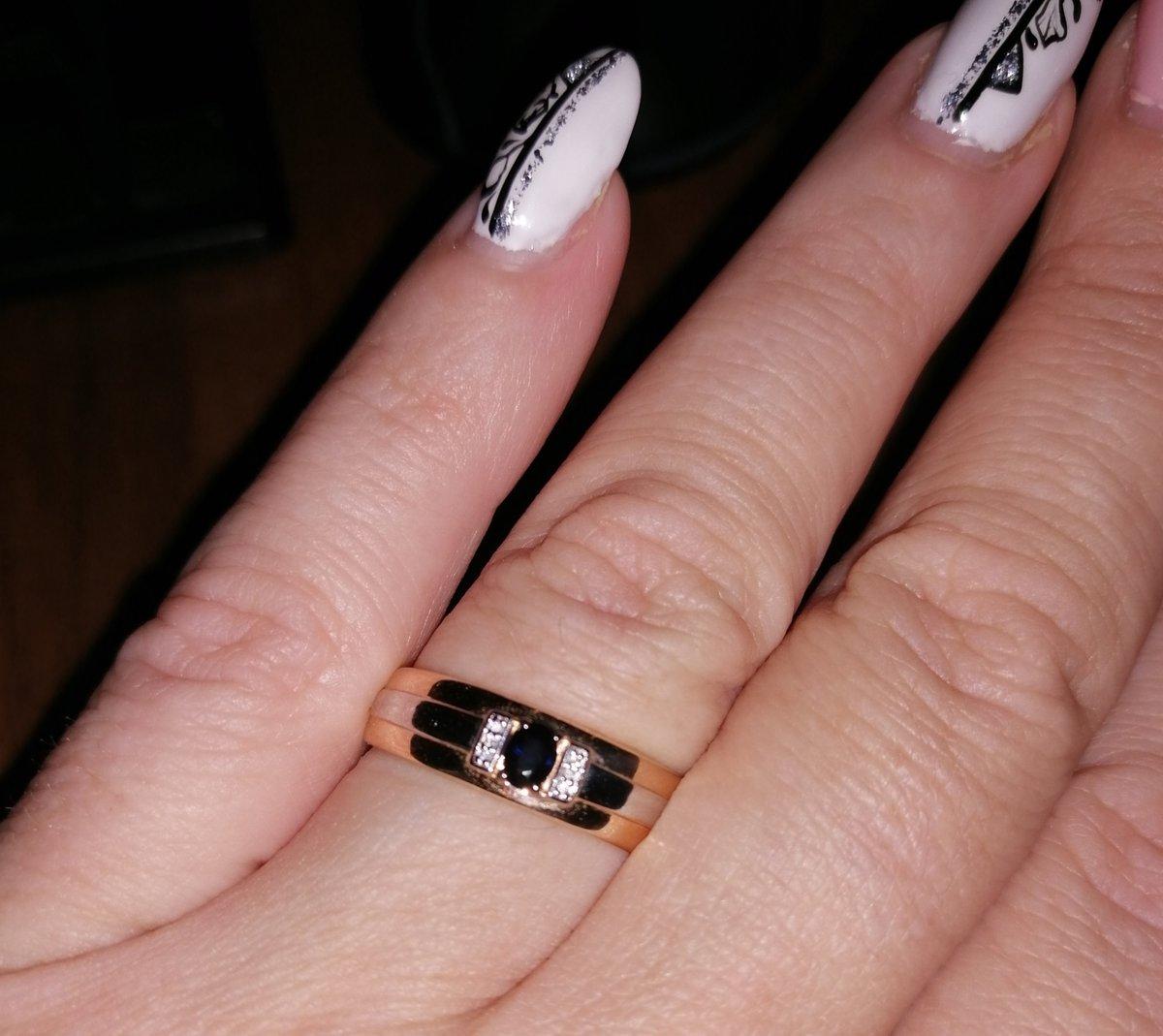 Красивое кольцо с сапфиром!
