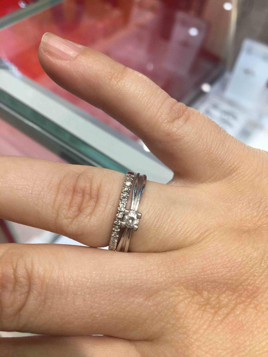 Кольцо, парное для помолвочного.