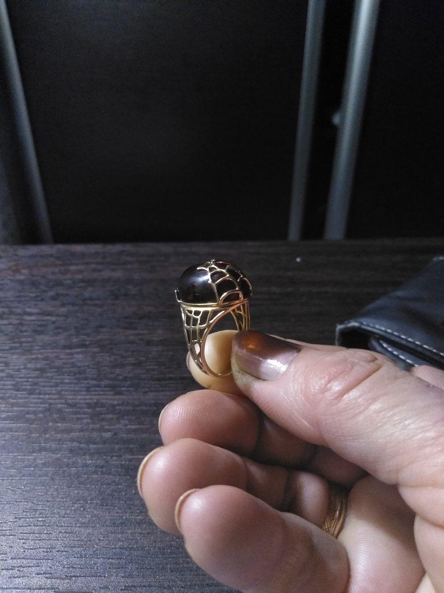 Кольцо с янтарем позолоченное.