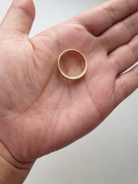 Выбор в магазине есть,но мне понравилось это кольцо---дорожка.