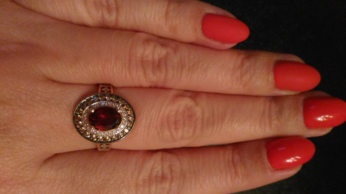 Золотое кольцо с гранатом. красотааааа!