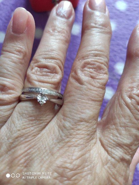 Кольцо с бриллиантовой крошкой.