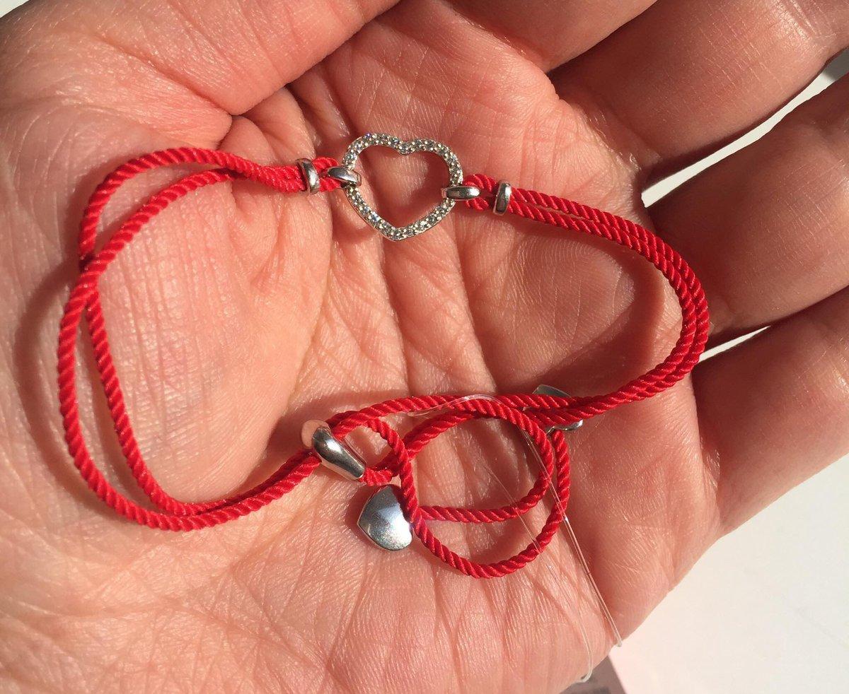 Красная нить с сердечком