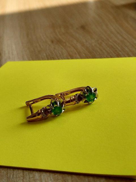 Золотые серьги с изумрудом