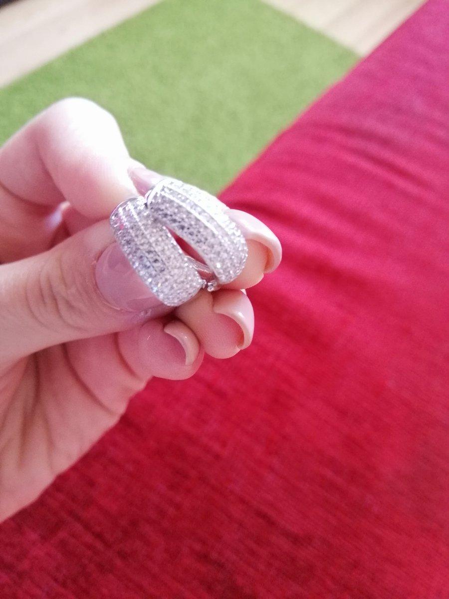 Серьги с кольцом.