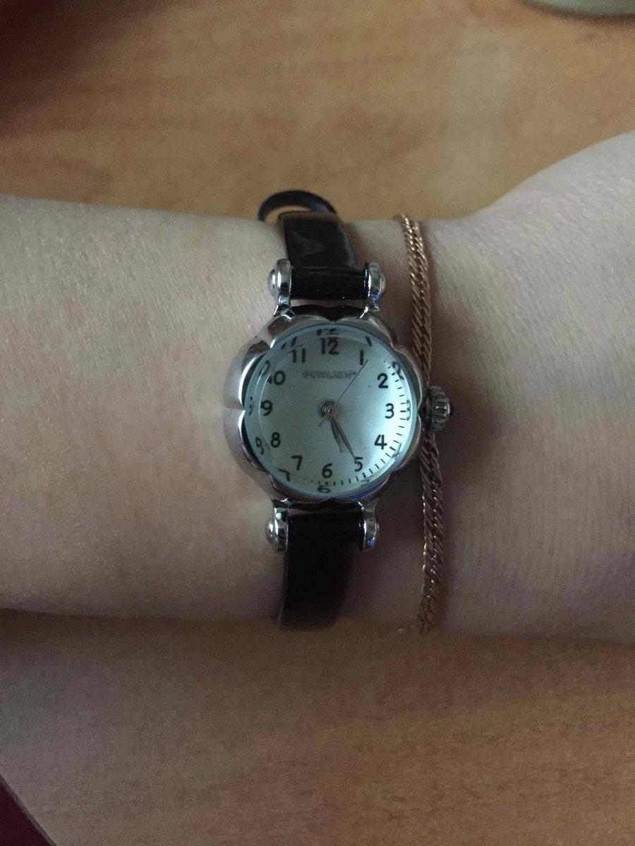 Кварцевые часы с циферблатом на 12 ч