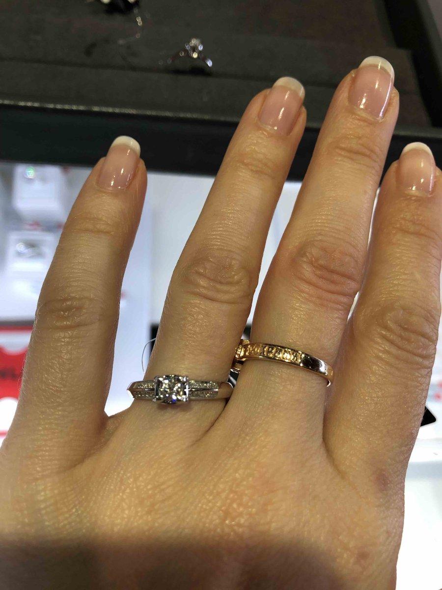 Кольцо очень оригинальное! сначала купили серьги! потом уже его!